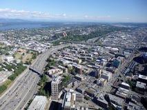 Vista aerea degli edifici di Seattle, del lago union e di I-5 del centro ciao Immagine Stock