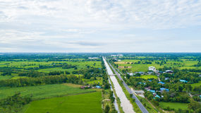 Vista aerea dei campi con i vari tipi di agricoltura e di Irri Fotografie Stock