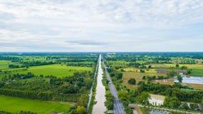 Vista aerea dei campi con i vari tipi di agricoltura e di Irri Fotografie Stock Libere da Diritti