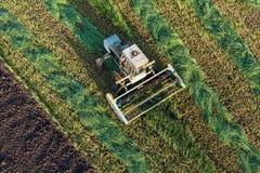 Vista aerea dei campi del raccolto con l'associazione Immagini Stock Libere da Diritti