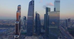 Vista aerea dei grattacieli al tramonto archivi video