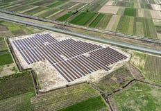 Vista aerea dei pannelli fotovoltaici Fotografia Stock