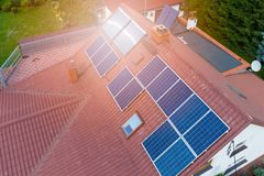 Vista aerea dei pannelli solari fotovoltaici Fotografia Stock Libera da Diritti