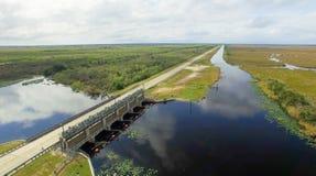 Vista aerea dei terreni paludosi di Florida al crepuscolo Immagini Stock Libere da Diritti