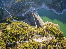 Vista aerea del bacino idrico di Arminou, Pafos, Cipro Fotografia Stock