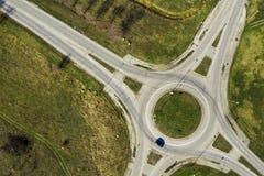 Vista aerea del bivio della rotonda della rotatoria, vista superiore immagine stock libera da diritti