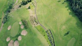 Vista aerea del campo da golf archivi video