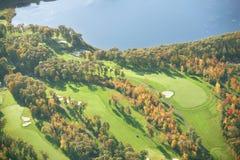 Vista aerea del campo da golf nell'autunno Immagine Stock