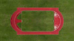 Vista aerea del campo di calcio di calcio con la pista corrente Immagini Stock Libere da Diritti