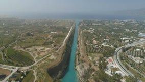 Vista aerea del canale famoso di Corinto dell'istmo, il Peloponneso archivi video