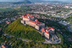 Vista aerea del castello di Palanok, situata su una collina in Mukacheve, l'Ucraina Immagine Stock Libera da Diritti
