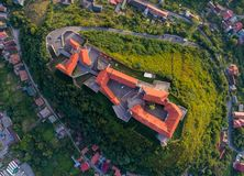 Vista aerea del castello di Palanok, situata su una collina in Mukacheve, l'Ucraina Fotografia Stock