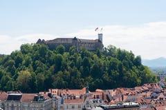 Vista aerea del castello di Transferrina al tramonto in Slovenia immagini stock