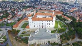 Vista aerea del castello e del Danubio di Bratislava stock footage