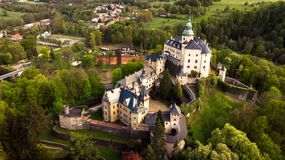 Vista aerea del castello medievale di rinascita e gotico di stile immagine stock