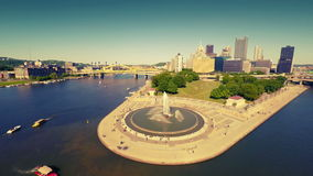 Vista aerea del centro di Pittsburgh stock footage