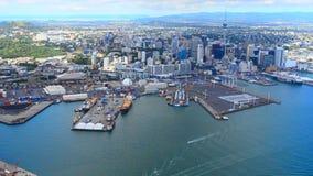 Vista aerea del centro finanziario di Auckland, Nuova Zelanda stock footage