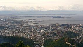 Vista aerea del centro urbano con il porto Fotografie Stock