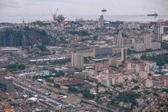 Vista aerea del centro urbano con il porto Fotografie Stock Libere da Diritti