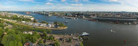 Vista aerea del centro urbano di Amsterdam e del fiume di IJ fotografia stock