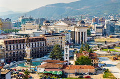 Vista aerea del centro urbano di Skopje fotografia stock libera da diritti
