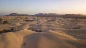 Vista aerea del deserto con le dune Fotografia Stock Libera da Diritti