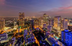 Vista aerea del distretto di Sathorn, città di Bangkok thailand Distretto e centri di affari finanziari in città urbana astuta in fotografia stock