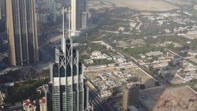 Vista aerea del Dubai del centro con i grattacieli archivi video