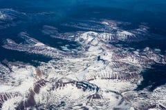 Vista aerea del fiume della montagna di inverno Immagine Stock