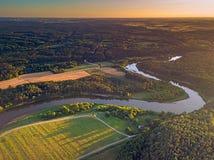 Vista aerea del fiume di Neris in Kernave, Lituania fotografia stock