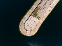 Vista aerea del frangiflutti in mare, talpa, pilastro, sperone Immagine Stock Libera da Diritti