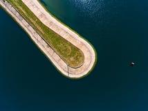 Vista aerea del frangiflutti in mare, talpa, pilastro, sperone Fotografie Stock