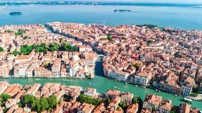 Vista aerea del fuco della città Grand Canal di Venezia, del paesaggio urbano dell'isola e della laguna veneziana da sopra, l'Ita immagine stock