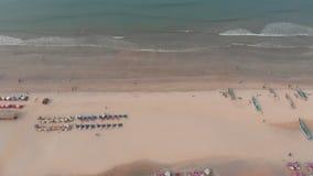 Vista aerea del fuco della spiaggia di Arambol a Goa L'India archivi video