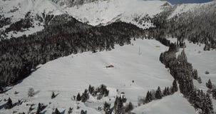 Vista aerea del fuco del legno innevato dopo precipitazioni nevose Alpi italiane archivi video