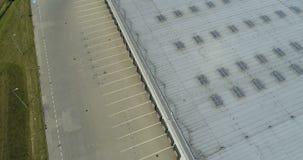 Vista aerea del fuco sul magazzino e sul centro logistico video d archivio