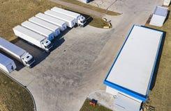 Vista aerea del fuco sul magazzino e sul centro logistico Concetto di trasporto e logistico fotografia stock
