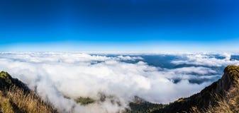 Vista aerea del lago lucerne e delle alpi dalla cima del mounta di Rigi Immagine Stock