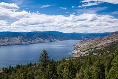 Vista aerea del lago Okanagan, Columbia Britannica Fotografia Stock