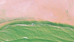 Vista aerea del litorale alla spiaggia stock footage