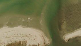Vista aerea del mare e della costa archivi video