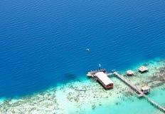 Vista aerea del molo verso l'oceano Fotografia Stock