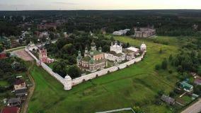 Vista aerea del monastero di Goritsky in Pereslavl-Zalessky stock footage