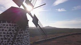 Vista aerea del mulino a vento archivi video