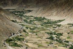 Vista aerea del paesaggio del ladakh, dalla cima del passaggio di Changla Immagine Stock