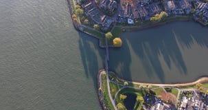 Vista aerea del paesaggio della natura e dell'acqua, area di Walburg, Dordrecht, Paesi Bassi archivi video