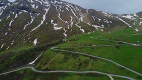 Vista aerea del paesaggio delle montagne archivi video