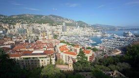 Vista aerea del paesaggio urbano del Monaco con i molti residenza e tetto video d archivio