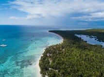 Vista aerea del paradiso tropicale all'isola di Saona, Repubblica dominicana fotografie stock