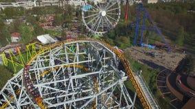 Vista aerea del parco di divertimenti stock footage